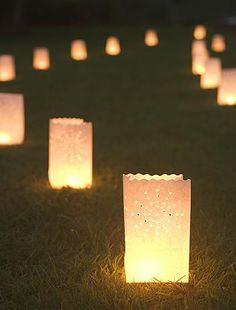 Paper lanterns = a great idea for an evening wedding. :)