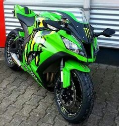 2012 Kawasaki Ninja Monster Energy it is badass! Motos Kawasaki, Kawasaki Zx10r, Kawasaki Motorcycles, Cool Motorcycles, Triumph Motorcycles, Kawasaki Ninja Zx6r, Monster Energy, Super Bikes, Cb 600 Hornet