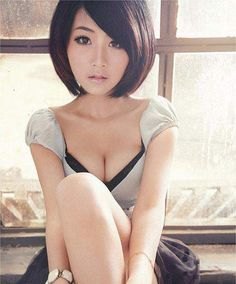 Short, Asian Bob cut: going to get this done to my hair! Round Face Haircuts, Hairstyles For Round Faces, Short Bob Hairstyles, Cute Hairstyles, Asian Hairstyles, Girl Short Hair, Short Hair Cuts, Hair Dos, My Hair