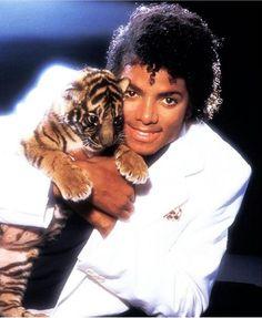 Michael Jackson Wallpaper, Michael Jackson Smile, Michael Jackson Thriller, The Jackson Five, Jackson Family, Janet Jackson, Paris Jackson, Lisa Marie Presley, Elvis Presley