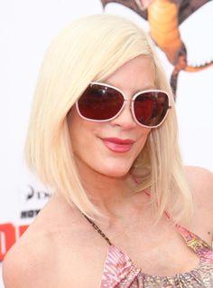 Tori Spellings chic long bob hairstyle