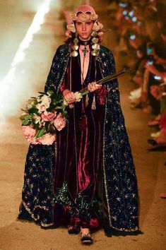 Gucci Resort 2019 Fashion Show Collection: See the complete Gucci Resort 2019 collection. Look 12