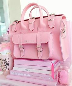 I'm gonna rock my pink bag tomorrow just because. - Random pics in pink color 💗 Pink Love, Cute Pink, Pretty In Pink, Louis Vuitton Handbags, Purses And Handbags, Tout Rose, Everything Pink, Cute Bags, Pink Color