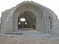 see A and B vaults Cabin Interior Design, House Design, Natural Homes, Spanish Style Homes, Dome House, Concrete Art, Earthship, Vaulting, Wine Cellar