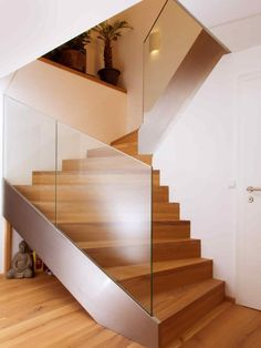 Stairs, Home Decor, Laminate Hardwood Flooring, Reinforced Concrete, Narrow Rooms, Spiral Staircases, Hand Railing, Carpentry, Wood