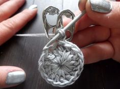 A crochet flower purse, made from little pop tabs from soda. What do you do with these little pop tabs after drinking all the soda and beer? You can make beutiful crochet pop tab projects, as … Read more. Pop Tab Purse, Pop Bag, Coin Purse, Can Tab Crafts, Diy And Crafts, Crochet Crafts, Crochet Projects, Pop Tab Bracelet, Soda Tabs