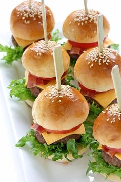 Ideas For Party Food Appetizers Easy Snacks Halloween Party Appetizers, Snacks Für Party, Halloween Food For Party, Easy Halloween, Healthy Halloween, Halloween Dinner, Halloween Season, Halloween 2020, Halloween Treats
