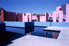la muralla roja, located within la manzanera development in spain's calpe, by ricardo bofill