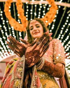 bridal photography poses Trending Every Bride-To-Be Should Bookmark! Mehendi Photography, Indian Wedding Couple Photography, Wedding Couple Poses, Bride Photography, Photography Ideas, Wedding Couples, Bridal Poses, Bridal Photoshoot, Photoshoot Ideas