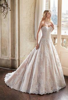 Brautkleider & Hochzeitskleider für die Braut! Große Auswahl, viele Hersteller und top Preise! Hochzeitshaus Esslingen.