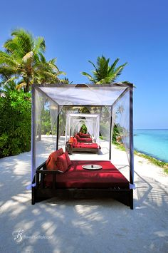 Before we actually paid a visit, Reethi Rah seemed a bit conservative for an island resort. Gazebo, Pergola, Outdoor Spaces, Outdoor Decor, Island Resort, Beautiful Places In The World, One And Only, Hotels And Resorts, Ocean