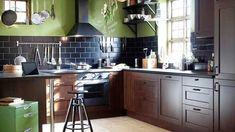 cuisine ikéa bistrot bois crédence brique vert noir brun