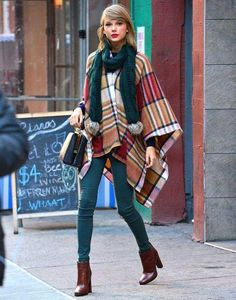 poncho-femme original pantalon vert pétrole bottines-Taylor-Swift