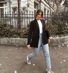 Simple, classic, sophisticated, everyday outfit. Black blazer + high waisted jeans + white tee + vans. Street style, street fashion, best street style, OOTD, OOTD Inspo, street style stalking, outfit ideas, what to wear now, Fashion Bloggers, Style, Seasonal Style, Outfit Inspiration, Trends, Looks, Outfits.
