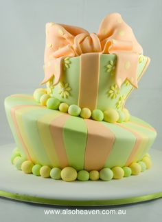 Fun cake idea. I want to learn how to do this!!! Look like a Dr. Suess cake love it