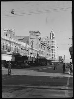 217708PD: William St looking south, Perth, 1941. Bon Ton Confectionary and Cox Bros at left https://encore.slwa.wa.gov.au/iii/encore/record/C__Rb3416428