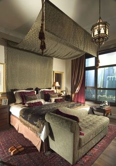 Modern Moroccan bedroom. Lovely accents! #Moroccan #Home #Decor #Luxury.