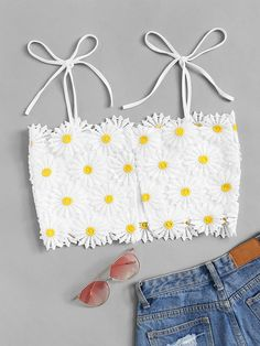 To find out about the Shoulder Knot Appliques Crop Top at SHEIN, part of our latest Tank Tops & Camis ready to shop online today! Grunge Look, 90s Grunge, Grunge Style, Soft Grunge, Grunge Outfits, Teen Fashion Outfits, Girl Fashion, Girl Outfits, Emo Outfits