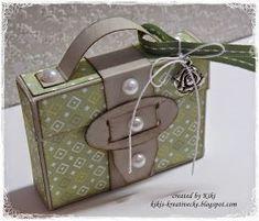Hallo ihr Lieben! Heute habe ich ein Köfferchen für euch. Die Anleitung dazu findet ihr hier *klick* . Geöffnet sieht es dann...