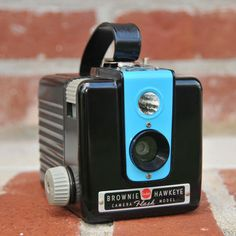 Working Kodak Brownie Hawkeye Flash Camera; I have one but no flash. AND I need to figure out respooling film for it