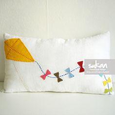Kite Linen Pillow cover by sukanart on Etsy Sewing Pillows, Linen Pillows, Bed Pillows, Felt Crafts, Crafts To Make, Cushion Covers, Pillow Covers, Felt Pillow, Minion Pillow