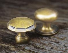 Brass drawer handles and pulls. A wide selections of drawer handles, kitchen cupboard pulls and door knobs. Kitchen Cabinets Handles And Knobs, Kitchen Hardware, Brass Hardware, Draw Handles, Knobs And Handles, New Kitchen Gadgets, Stainless Steel Fittings, Solid Brass, Vintage