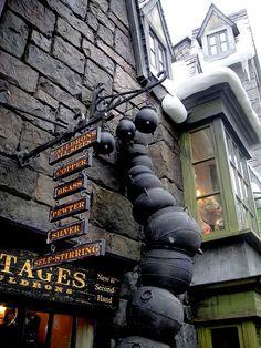 Diagon Alley - cauldrons