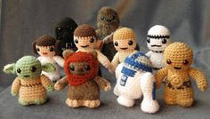 Star Wars Mini Amigurumi - lots of images! - CROCHET - I've been working on these little Star Wars guys on and off for a couple of years, and now I've finshed writing up the patterns for all of t Crochet Amigurumi, Amigurumi Patterns, Crochet Dolls, Crochet Patterns, Crochet Kits, Crochet Lego, Free Crochet, Knitted Dolls, Amigurumi Doll