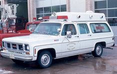 Carryall ambulance photos - Friends of the Professional Car Society - Official Website of the Professional Car Society, Inc. Lifted Cars, Lifted Chevy Trucks, Lifted Ford Trucks, Gmc Trucks, Pickup Trucks, Lifted Silverado, Chevrolet Silverado, Ems Ambulance, Old Police Cars