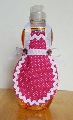 Polka Dot Fabric, Pink Polka Dots, Diy Photo Frame Cardboard, Sewing Crafts, Sewing Projects, Towel Crafts, Bottle Cap Crafts, Sewing Aprons, Bottle Cover
