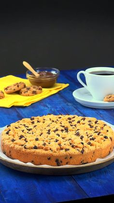 🍪 Riesen-Schoko-Cookie mit Nutella-Füllung 🍪 Giant chocolate cookie with nutella filling A huge chocolate cookie Ingredients and recipe: www.leckerschmeck bake The post Giant chocolate cookie with nutella filling appeared first on cake recipes. Cookie Desserts, Cookie Recipes, Dessert Recipes, Cookie Pie, Healthy Desserts, Healthy Meals, Healthy Food, Healthy Eating, Nutella Cookies