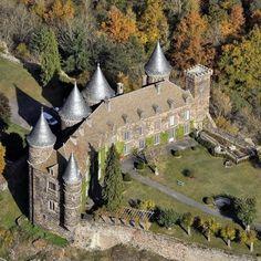 Castle Ruins, Castle House, Fantasy Places, Beautiful Castles, Fantasy Landscape, Vacation Places, Kirchen, Cathedral, Medieval