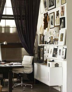 Black & white decor for a home office Interior Work, Interior Architecture, Interior Design Inspiration, Room Inspiration, Design Ideas, Office Decor, Home Office, Office Ideas, Black And White Interior
