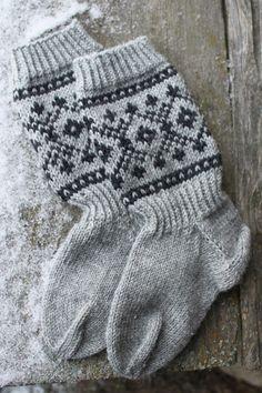 Knitting Blogs, Knitting Charts, Knitting Socks, Knitted Hats, Mitten Gloves, Mittens, Wool Socks, Fair Isle Knitting, Colorful Socks