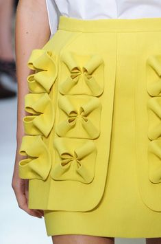 View all the detailed photos of the DELPOZO spring / summer 2015 showing at New York fashion week. Couture Details, Fashion Details, Look Fashion, Fashion Art, High Fashion, Fashion Beauty, Fashion Design, Fashion Spring, Net Fashion