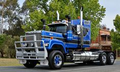 HHA Mack Superliner. These are one of my favourite trucks. Love to drive one, one day.