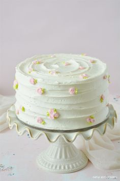 Lemon Cake - Eggs and Bakey - Best Cake Recipes Pretty Birthday Cakes, Pretty Cakes, Beautiful Cakes, Cake Birthday, Flower Birthday Cakes, Amazing Cakes, Cake Decorating Designs, Cake Decorating Techniques, Decorating Ideas