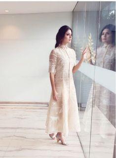 Kurta Designs Women, Salwar Designs, Kurti Designs Party Wear, Kurti Sleeves Design, Kurta Neck Design, Indian Designer Outfits, Designer Dresses, Salwar Dress, Anarkali
