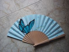 mariposa #art #pintadoamano #abanicos #valian #valianart Hand Held Fan, Hand Fan, Painted Fan, Hand Painted, Chinese Fans, Princess Drawings, Paper Fans, My Favorite Color, Imagination