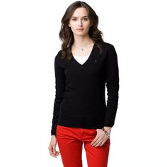 This classic jumper is an essential basic for every woman's wardrobe. The regular-fit style combines with a luxurious cotton-cashmere-blend for a feminine look. Tommy Hilfiger flag on the chest. Ribbed V-neck collar, cuffs and hem. Accent tape inside the neckline.Our model is 1.76m and is wearing a size S jumper.