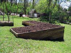 Newest Photographs high Raised Garden Bed Thoughts Elevated boxes are fantastic for home gardeners with very poor dirt (rocky, clay surfaces as well as sandy). Sloped Garden, Raised Garden Beds, Raised Bed, Beach Gardens, Outdoor Gardens, Plant Troughs, Steep Gardens, Terrace Garden, Garden Planning
