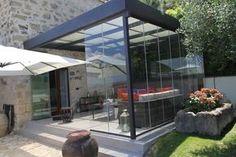 Le terrazze possono essere chiuse anche per finalità energetiche allo scopo di ridurre in modo considerevole i consumi energetici. Le serre bioclimatiche sono spazi vetrati posti vicino a un edificio in grado di contribuire al riscaldamento e al raffreddamento dell'abitazione. Le terrazze esposte a sud possono diventare dei captatori di energia in quanto vengono colpite … Continua a leggere Serra bioclimatica Garden Pavilion, Terrace Garden, Terrazzo, Outdoor Rooms, Outdoor Living, Outdoor Pavillion, Gazebo, House Extension Design, Porche
