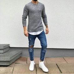 Ripped Jeans are all about mixing casual style with some formal wear and creating a very classy look. Ripped jeans are not just trendy but help soften your look Mode Outfits, Casual Outfits, Men Casual, Blazer Outfits, Party Outfits, Skirt Outfits, Mode Masculine, Mode Man, Herren Style