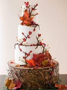 Getting ready for a fall affair? Let them eat cake! A fall wedding cake is traditionally something with several layers and orange and burgundy decor but you can go for a more original piece. A naked wedding cake is trendy like no other...