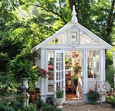 Darling She Sheds for every girl! Dream spaces for women. Must see these cute houses!!