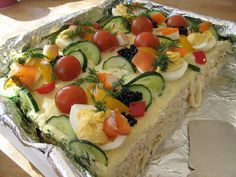 Sandwich Cake - might have to try this Sandwich Cake, Tea Sandwiches, Sandwich Recipes, Appetizer Recipes, Appetizers, Tea Loaf, Hoe Cakes, Great Recipes, Favorite Recipes
