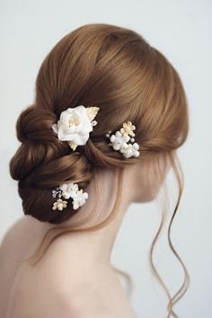Love these sweet flower pins from Yelena Accessories!