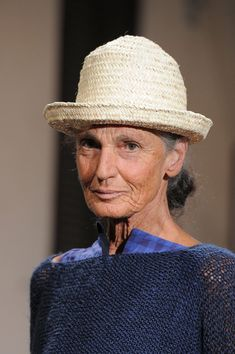 Benedetta Barzini: Daniela Gregis at Milan Spring 2016 (Details) Mature Fashion, Fashion Over 50, Timeless Fashion, Wise Women, Old Women, Stylish Older Women, Older Models, Advanced Style, Ageless Beauty