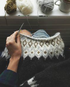 Finishing up this lopapeysa in the sun room on my favourite kind of grey day ☁ Knitting Designs, Knitting Projects, Knitting Patterns, Hand Knitted Sweaters, Wool Sweaters, Fair Isle Knitting, Hand Knitting, Handgestrickte Pullover, Icelandic Sweaters