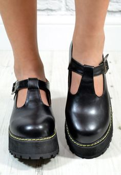 Ladies Thick Flat Heel Buckle Strap Cut Out Shoes in BLACK